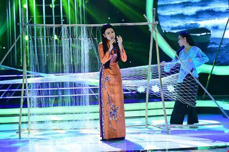 Phan Ngoc Luan gia gai, mua lua 'qua mat' Hoa Minzy - Anh 9