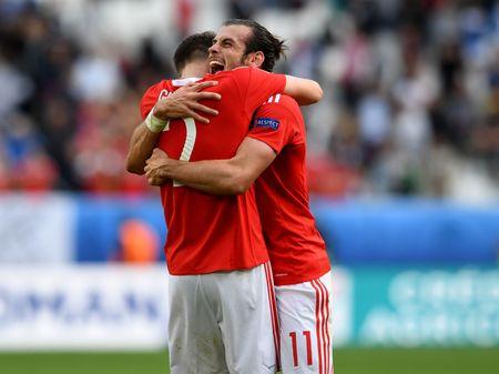 Bale toa sang giup xu Wales gianh chien thang lich su - Anh 12
