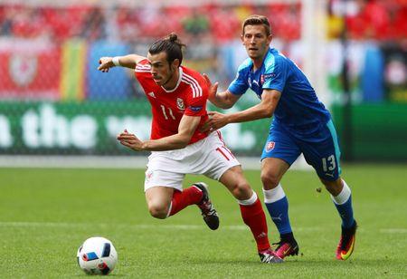 Bale toa sang giup xu Wales gianh chien thang lich su - Anh 1