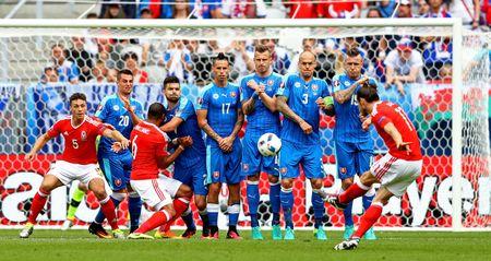Bale toa sang giup xu Wales gianh chien thang lich su - Anh 2