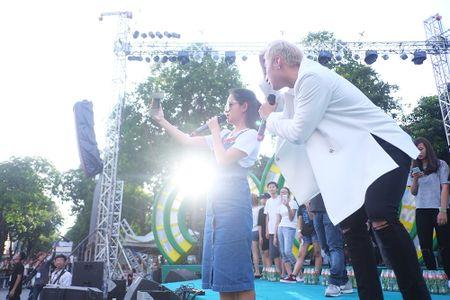 Son Tung M-TP chieu fan the hien vu dao khong giong ai - Anh 2