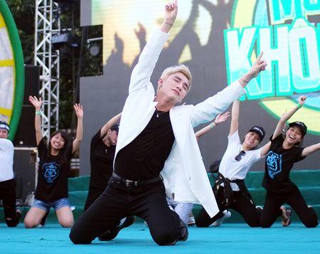 Son Tung M-TP chieu fan the hien vu dao khong giong ai - Anh 5