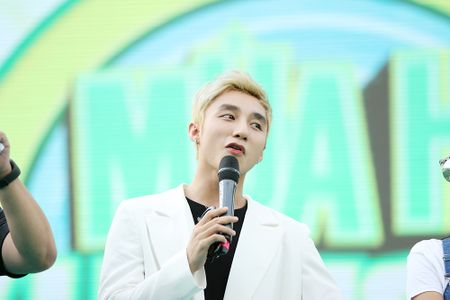 Son Tung M-TP chieu fan the hien vu dao khong giong ai - Anh 6