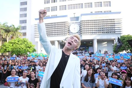 Son Tung M-TP chieu fan the hien vu dao khong giong ai - Anh 7