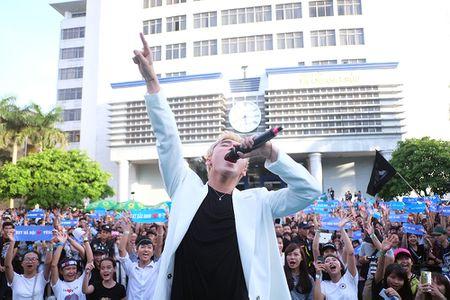 Son Tung M-TP chieu fan the hien vu dao khong giong ai - Anh 8