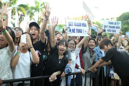 Son Tung M-TP chieu fan the hien vu dao khong giong ai - Anh 9