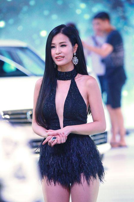 Dong Nhi goi cam, Noo Phuoc Thinh lich lam tai su kien - Anh 4