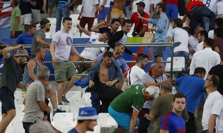 Co dong vien cuong nhiet Euro 2016 vao top anh an tuong tuan - Anh 4