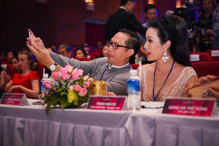 Dang Thu Thao long lay di cham thi Hoa hau Viet Nam - Anh 9