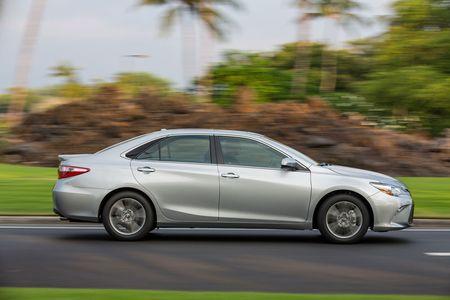 Toyota ra mat Camry 2017: Cai tien manh me, gia hap dan - Anh 11