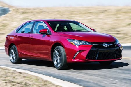 Toyota ra mat Camry 2017: Cai tien manh me, gia hap dan - Anh 3