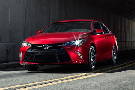Toyota ra mat Camry 2017: Cai tien manh me, gia hap dan - Anh 5