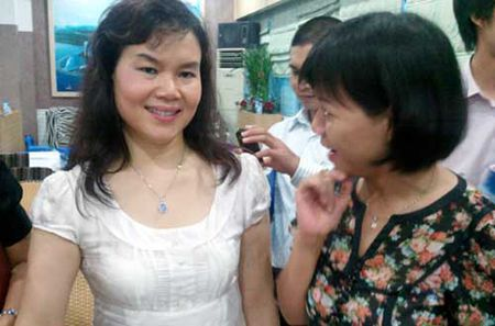 Nha ngoai cam Phan Thi Bich Hang lam giam doc, Dang Le Nguyen Vu 'ha be' vo - Anh 1