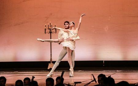 'Man nhan' voi nhung tao hinh trong dem Paris Ballet - Anh 1