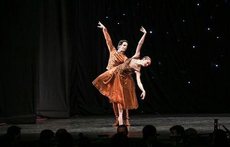 'Man nhan' voi nhung tao hinh trong dem Paris Ballet - Anh 4