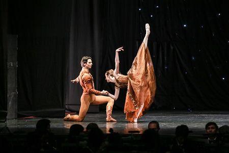 'Man nhan' voi nhung tao hinh trong dem Paris Ballet - Anh 5