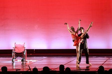 'Man nhan' voi nhung tao hinh trong dem Paris Ballet - Anh 6