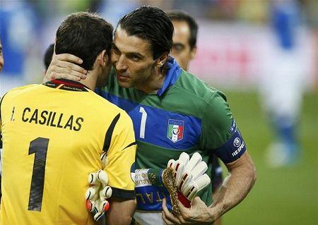 CAP NHAT tin toi 12/6: M.U bo 100 trieu euro mua Verratti. Casillas chi giai nghe khi Buffon da treo gang - Anh 2