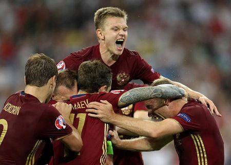 EURO ngay thi dau thu 2: Anh bi cam hoa, Bale lap cong cho Xu Wales - Anh 15