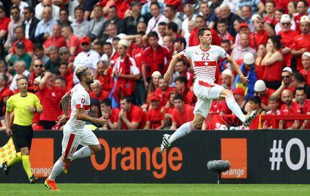 EURO ngay thi dau thu 2: Anh bi cam hoa, Bale lap cong cho Xu Wales - Anh 2