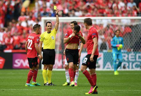 EURO ngay thi dau thu 2: Anh bi cam hoa, Bale lap cong cho Xu Wales - Anh 3