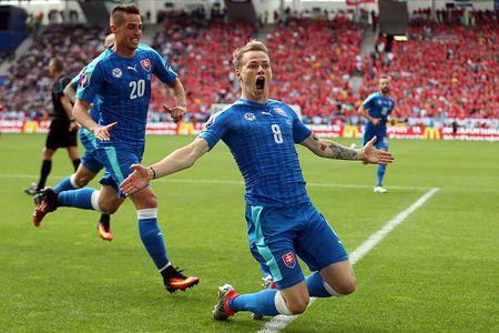 EURO ngay thi dau thu 2: Anh bi cam hoa, Bale lap cong cho Xu Wales - Anh 8