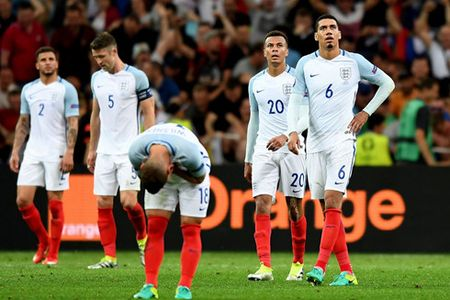 HLV Roy Hodgson that vong ve tran DT Anh hoa DT Nga - Anh 1