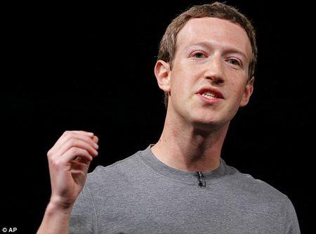 "CEO Facebook Zuckerberg ""soc"" truoc video nguoi da mau bi canh sat ban - Anh 1"