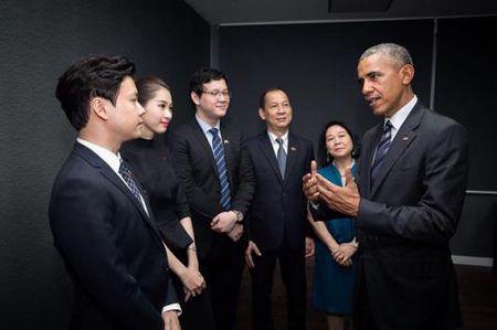 Hoa hau Thu Thao gap ong Obama nho ban trai dai gia? - Anh 1