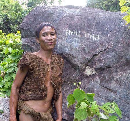 Nguoi rung Ho Van Lang len bao nuoc ngoai khien the gioi tam quen Tarzan - Anh 1