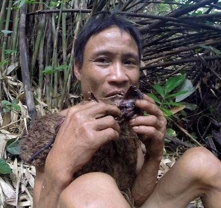 Nguoi rung Ho Van Lang len bao nuoc ngoai khien the gioi tam quen Tarzan - Anh 3