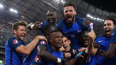 Nguoi hung Antoine Griezmann noi gi khi dua Phap vao chung ket EURO 2016? - Anh 1