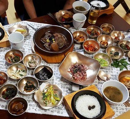 Xem thuc don an uong sang chanh cua nha giau Trieu Tien - Anh 1