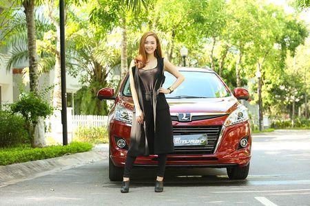 """Ca sy Minh Hang khoe """"dang nuot"""" ben xe Dai loan Luxgen U6 - Anh 1"""