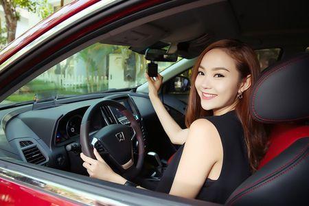 """Ca sy Minh Hang khoe """"dang nuot"""" ben xe Dai loan Luxgen U6 - Anh 3"""