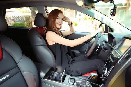 """Ca sy Minh Hang khoe """"dang nuot"""" ben xe Dai loan Luxgen U6 - Anh 4"""