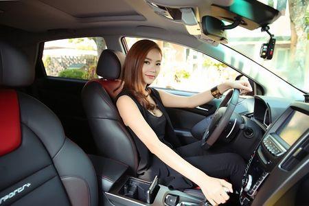 """Ca sy Minh Hang khoe """"dang nuot"""" ben xe Dai loan Luxgen U6 - Anh 6"""