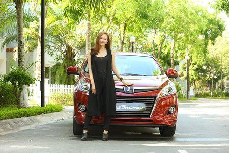 """Ca sy Minh Hang khoe """"dang nuot"""" ben xe Dai loan Luxgen U6 - Anh 7"""