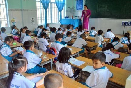 Day hoc 7 nam duoc huong phu cap tham nien 7% - Anh 1