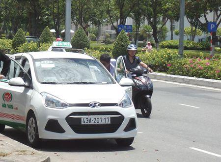 Nhieu can bo bi ky luat vi cap phep cho hang taxi Hai Van - Anh 1