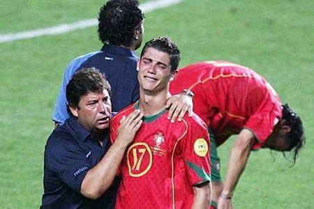 Cau thu toi yeu: Nuoc mat Ronaldo - Toi khong dam nghi den - Anh 1