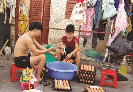 """Hai hung: Trung ga nuong chua chat phu gia, nuoc la va ca hoa chat """"la"""" - Anh 2"""