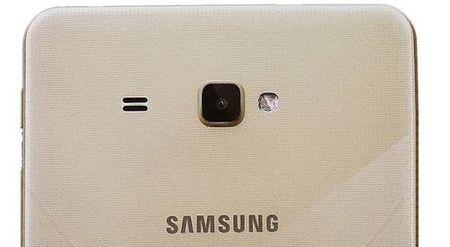Galaxy J MAX – smartphone 7 inch moi cua Samsung? - Anh 1