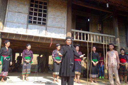 Tet mung tieng sam cua dong bao O Du - Anh 4