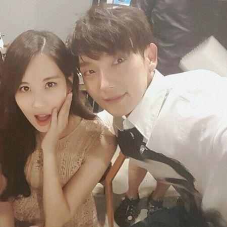 Sao Han 8/7: Tiffany bi nghi 'dim' dan chi, Victoria khoe chan trang nuot - Anh 9