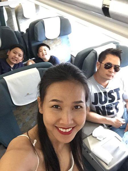 Duong My Linh dua 3 con Bang Kieu ve Viet Nam du lich - Anh 2
