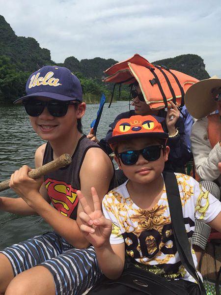 Duong My Linh dua 3 con Bang Kieu ve Viet Nam du lich - Anh 4