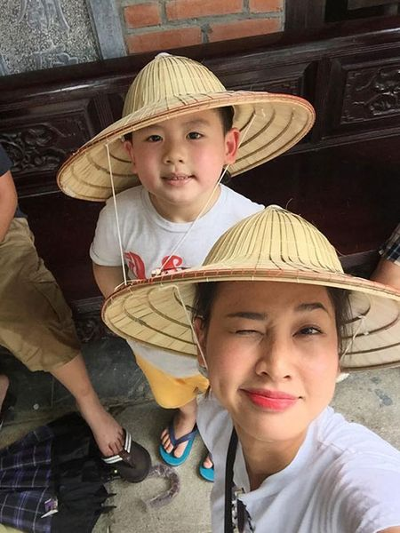 Duong My Linh dua 3 con Bang Kieu ve Viet Nam du lich - Anh 8