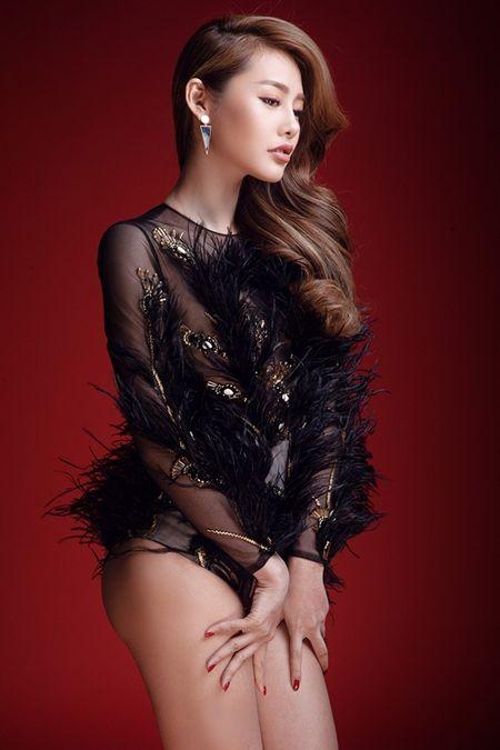Linh Chi lien tiep khoe than hinh nong bong voi vay ao ho bao - Anh 5