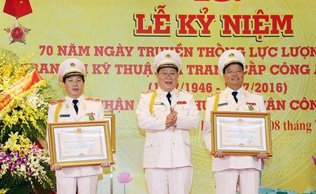 Luc luong Quan ly trang bi ky thuat va trang cap CAND don nhan Huan chuong Quan cong hang Ba - Anh 4
